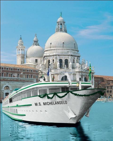 Je nous ai choisi le Michelangelo (110m de long et cabines extérieures) comme guide pour nous faire naviguer en Vénétie. Arrêt sur la célèbre place San Marco et son Palais des Doges mais aussi croisière sur Padoue, Bologne et Vérone.