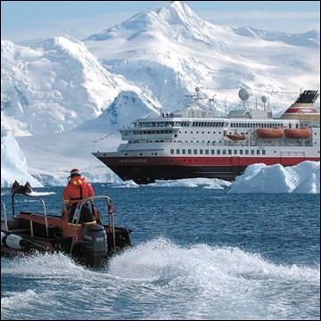 En sortant de notre zone de confort et allant encore plus vers l'aventure, optons pour un de ces bateaux qui prennent peu de passagers mais aucun qui n'a pas un peu l'instinct d'explorateur. Il en faut pour naviguer le Cap Horn, Ushuaia, le Passage de Drake pour finalement atteindre l'Antarctique.