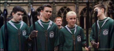 Quel est le titre de la chanson que les Serpentards ont inventé pour déstabiliser Ron dans 'Harry Potter et l'ordre du Phénix' ?