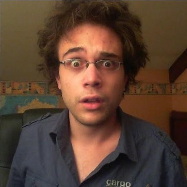 Comment s'appelle la célèbre émission Youtube d'Antoine Daniel ?