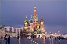 Dans quel pays voit-on cette magnifique cathédrale Saint-Basile ?