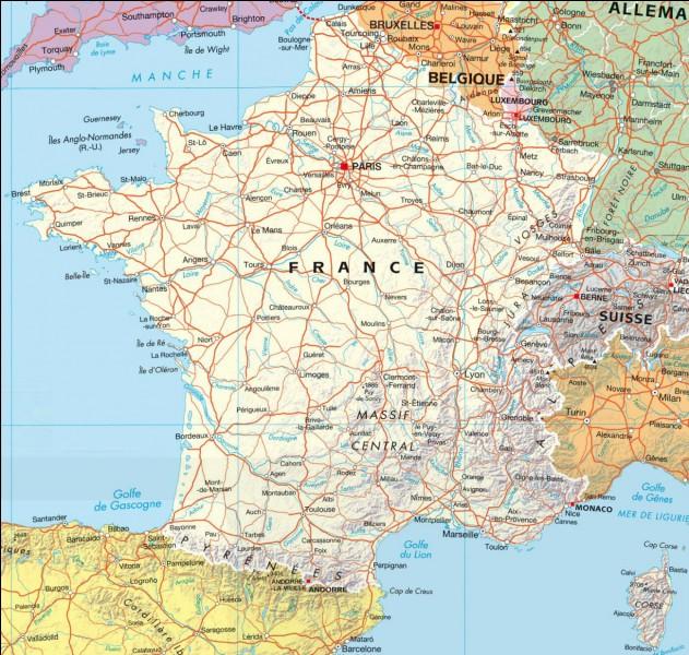 Par où les soldats français sont-ils attaqués ?
