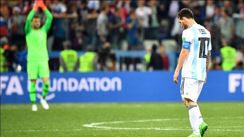 Contre qui l'Argentine a-t-elle perdu 3 à 0 en match de poule ?