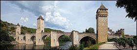 Le pont Valentré se trouve à Cahors.