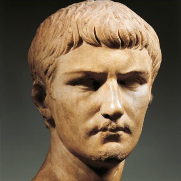 Caligula est le premier empereur romain.