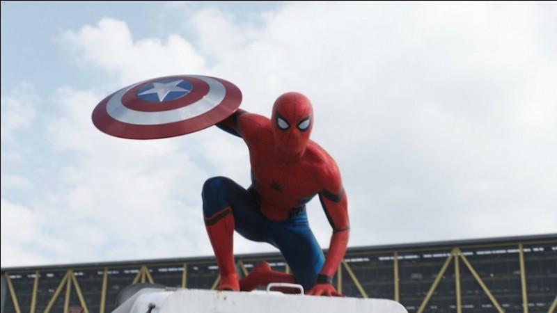 Pendant quel cours Peter raconte-t-il à Ned sa rencontre avec Captain America ?
