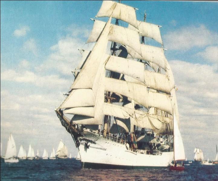 C'est le navire-école colombien qui se nomme...