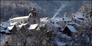 Petit village de 43 habitants, dans le parc naturel régional des Pyrénées Ariégeoises, Sentenac-de-Sérou se situe en région ...
