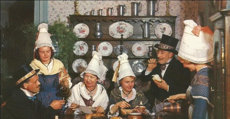 """Ce groupe folklorique """"Médion"""" est de Domfront, dans le département de..."""
