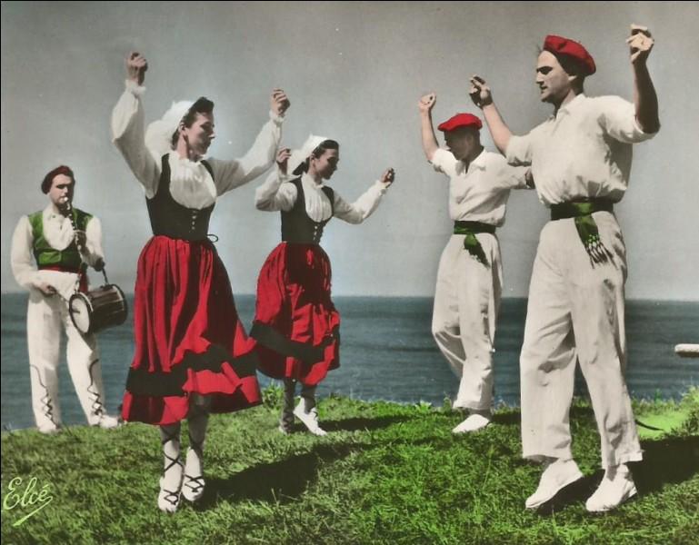 Quelle danse espagnole est exécutée par ce groupe basque ?