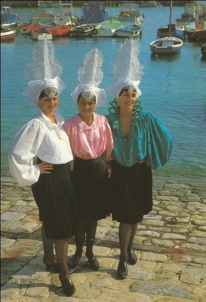 De quelle ville côtière sont ces costumes ?