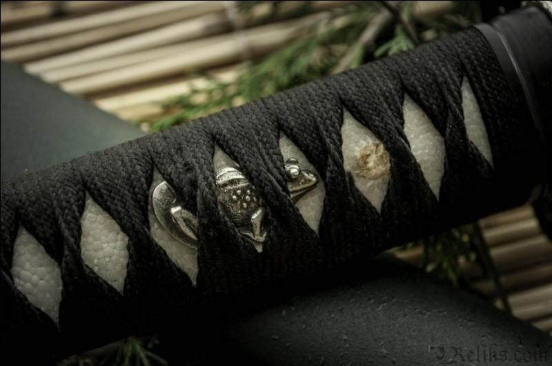 La broche d'ornement sur la poignée a un nom ; lequel ?