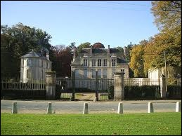 Je vous emmène dans les Hauts-de-France visiter le château de Puiseux-le-Hautberger. Nous serons dans le département ...