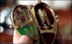 Parmi les bijoux disparus de Fulbert de Pouille, il y a une relique qui se nomme...