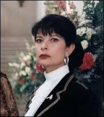 Comment se prénomme la femme qui croit au retour de Hubert de Montmirail son mari disparu ?