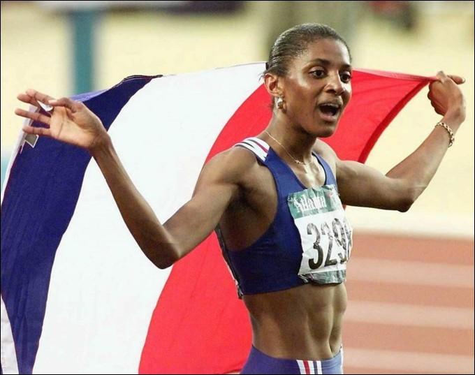 Marie-José Pérec, née le 9 mai 1968, a été championne olympique à Barcelone et à Atlanta. Dans quelle épreuve a-t-elle été deux fois médaillée d'or, réalisant le doublé ?