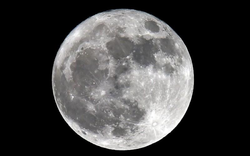Juste une précision, c'est bien la Lune.