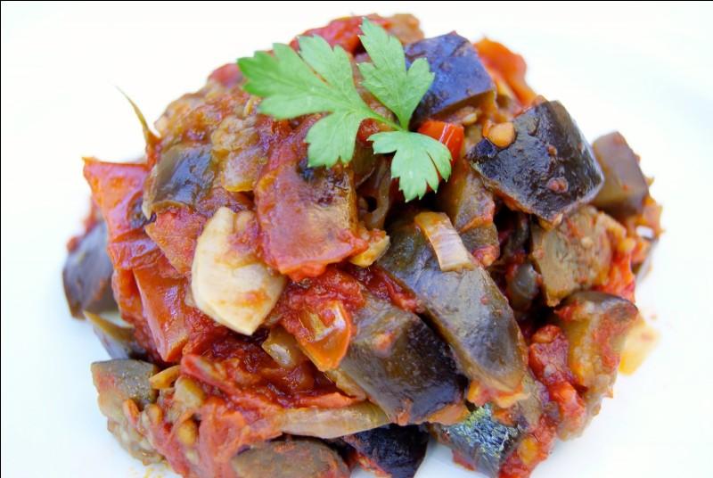 L'accompagnement proposé est un savoureux plat d'aubergines et de tomates :