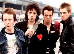 "Quel groupe britannique sort la chanson ""Should I Stay or Should I Go"" ?"