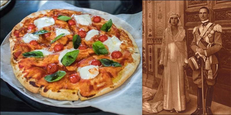 Parlons de la pizza « Margherita ». Elle a été créée par le pizzaïolo Raffaele Esposito alors que la reine Marguerite (Margherita) de Savoie désirait déguster un plat simple. Il nomma la pizza préférée de la reine de son nom.Quelle est la particularité de cette pizza ?
