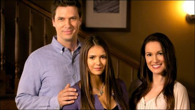 Les parents d'Elena sont morts ...