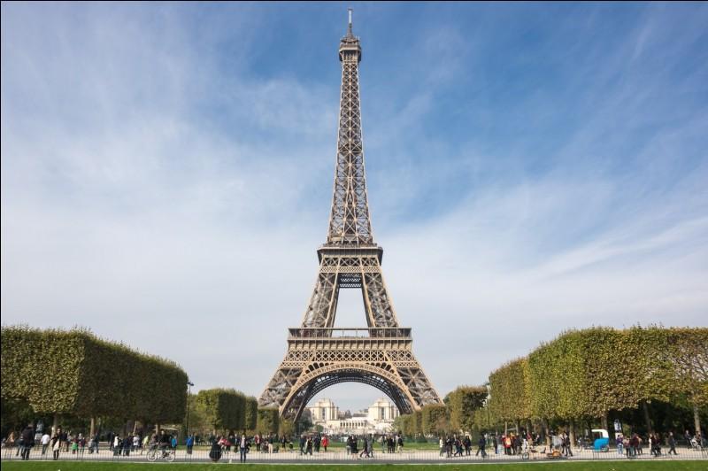 En quelle année la construction de la tour Eiffel fut achevée ?