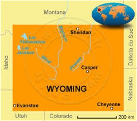 Et on termine avec un État de l'ouest, le Wyoming. D'une superficie de 253 338 km² pour une population de 563 626 âmes, Le tiers de son territoire est occupé par les Grandes Plaines et le reste par les montagnes. Adhérant à l'Union le 10 juillet 1890, premier État à accorder le droit de vote aux femmes, il est le moins peuplé des États-Unis. Quelle ville lui sert de capitale ?