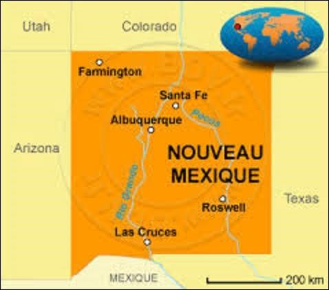État du sud-ouest des États-Unis, le Nouveau-Mexique fait partie des quatre États des ''Fours Corners'', unique quadripoint du pays où quatre États convergent : Colorado, Arizona, Nouveau-Mexique et l'Utah. D'une superficie de 314 926 km², proche d'un carré, il est peuplé de 2 059 179 d'âmes. Adhérant à l'Union le 6 janvier 1912, sa capitale se nomme :