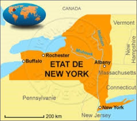 Troisième État le plus riche, et le quatrième le plus peuplé avec 19 849 399 habitants, d'une superficie de 141 205 km², l'État de New York adhéra à l'Union le 26 juillet 1788. Situé au nord-est du pays, il partage une longue frontière avec le Canada dont une grande partie est constituée par les lacs Érié et Ontario. Depuis 1797, quelle ville est sa capitale ?
