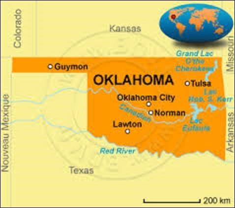 État du centre-sud des États-Unis, l'Oklahoma appartient pour une majeure partie de son territoire aux Grandes Plaines. Son climat est marqué par des phénomènes violents tels que les tornades. D'une superficie de 181 196 km², pour 3 751 351 résidents, il adhère à l'Union le 16 novembre 1907, devenant ainsi le 46e État. Depuis son entrée dans le pays, quelle ville en est la capitale ?