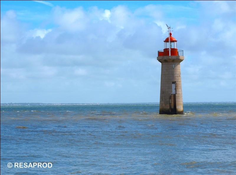 Combien mesure le phare de Villès-Martin ?
