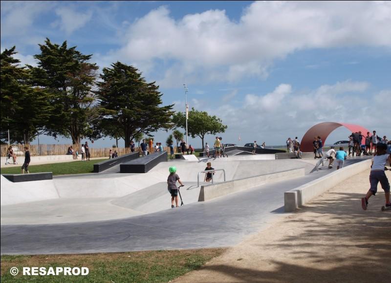 """Quand a été ouvert le """"skatepark"""" sur le front de mer ?"""