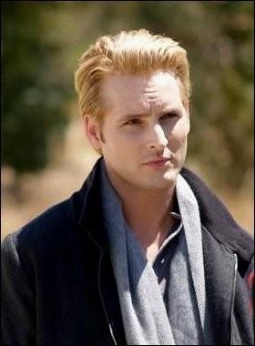 Qui est l'acteur qui joue Carlisle ?