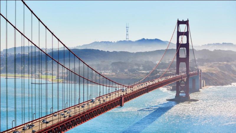 Le célèbre pont suspendu de San-Francisco est reconnu pour la beauté simple de son architecture faite d'élégance, sa longueur impressionnante et sa couleur orange, qui améliore sa visibilité dans le brouillard. Il est l'une des sept merveilles du monde moderne et est emprunté chaque jour par plus de 100 000 véhicules. Quel est le nom de ce fameux pont ?