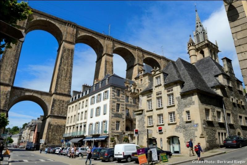 Ce viaduc a de quoi étonner. Il s'agit d'une monumentale construction ferroviaire de 62 m de haut. Approuvé par Napoléon III, il est sur la ligne Paris-Montparnasse à Brest... Il a été atteint par un bombardement anglais, en 1943. Lequel est-ce ?