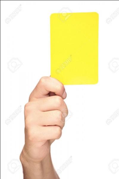 Combien de cartons jaunes a-t-il eus au Mondial 2018 ?