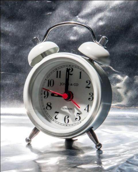 """À quel temps est conjugué le verbe mourir dans la phrase """"je mourrais de froid"""" ?"""
