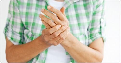 Si vous n'avez pas réagi à la morsure d'une tique, quelques temps après, vous aurez des courbatures, des douleurs aux membres et des douleurs maxillaires, une grande fatigue, voire des pertes de connaissance. C'est donc...