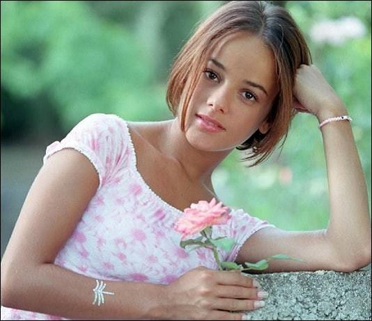 Alizée, la chanteuse... (il est encore temps de lire, relire le conseil dans le descriptif)