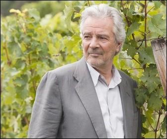 """Dans la série Télévisée """"Le sang de la vigne"""", de qui Pierre Arditi joue-t-il le rôle ?"""