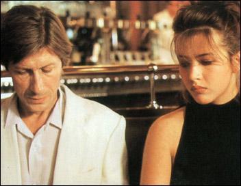 Elle est blanche face à Jacques Dutronc dans ce film