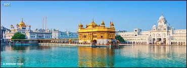 Comment se nomme ce temple à quatre portes ouvertes à toutes les religions ?