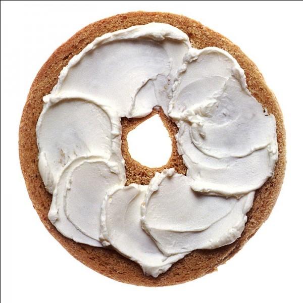 Petit pain en forme d'anneau, à la texture très ferme, fait d'une pâte au levain naturel, cuit brièvement dans l'eau avant d'être passé au four.