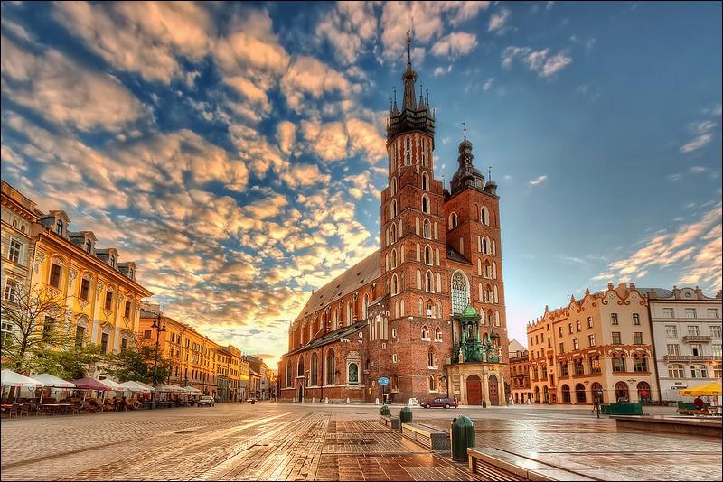 Localisation : Europe Habitants : 758 334Climat : continental humide A voir : château du WawelA vu naître : Jean Paul IIQuelle est cette ville ?