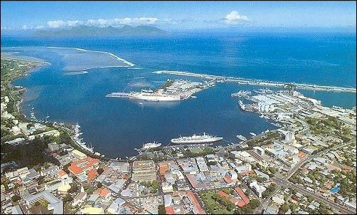 Localisation : OcéanieHabitants : 25 769Climat : tropicalA voir : parc BougainvilleA vu naître : Mareva GalanterQuelle est cette ville ?