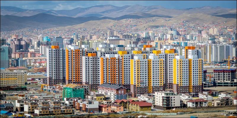 Localisation : Asie Habitants : 1 151 500Climat : continental froid et sec A voir : monastère de GandantegchinlinA vu naître : Genghis KhanQuelle est cette ville ?