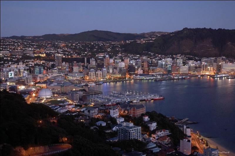 Localisation : Océanie Habitants : 412 000Climat : océanique A voir : sanctuaire animalier de KaroriA vu naître : Russell Crowe Quelle est cette ville ?