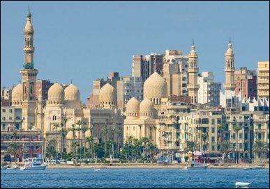 Localisation : Afrique Habitants : 4 388 219 Climat : aride A voir : citadelle de QaitbayA vu naître : Claude FrançoisQuelle est cette ville ?