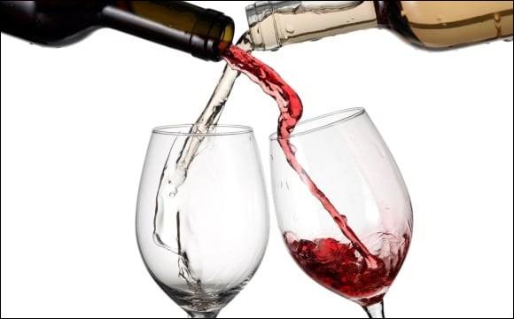 De quelle couleur est le petit vin qu'on boit sous les tonnelles quand les filles sont belles du côté de Nogent ?