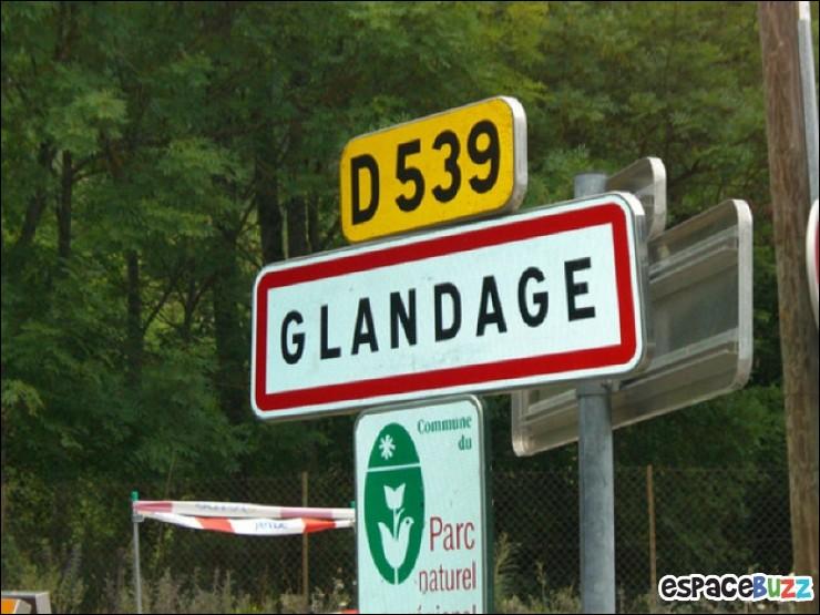 La commune Glandage existe.